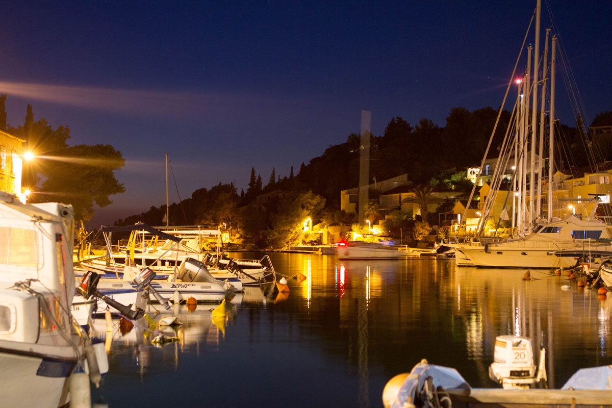 Sailing-yachts-by-evening_Dalmatia-Coast