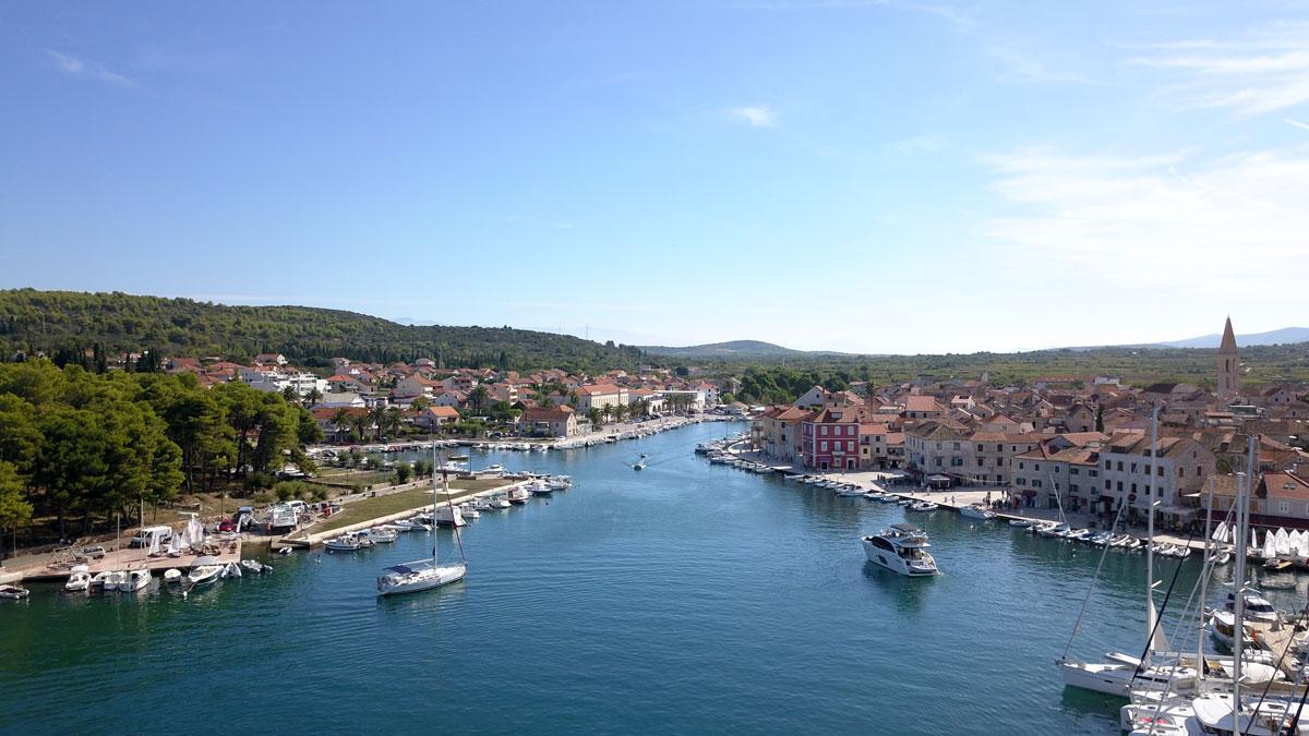 Stari-Grad-marina-(photo-courtesy-of-Igo