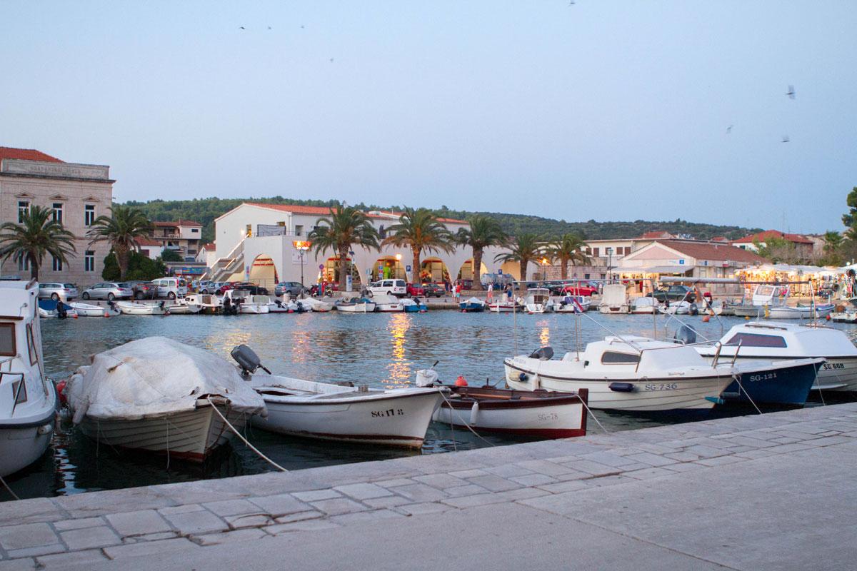 Stari-Grad_marina-boats-(photo-by-Stepha