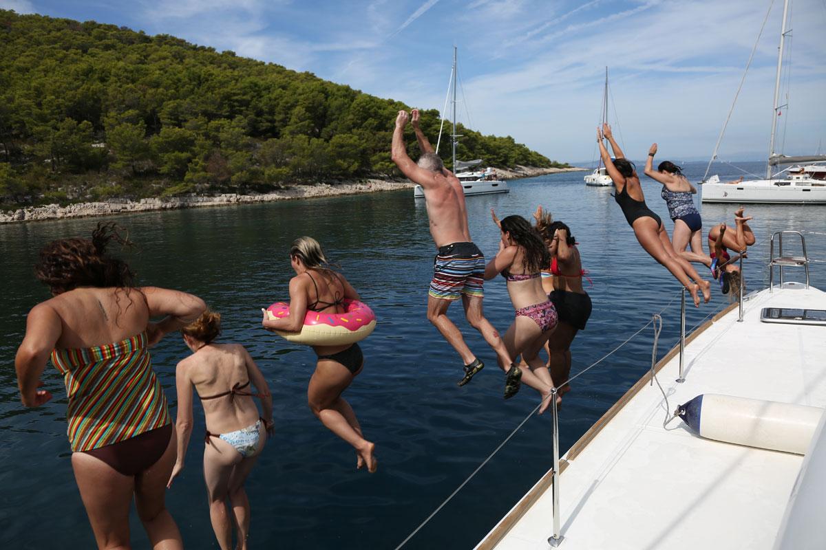 Catamaran-swim-time-with-a-jump_sail-Dal