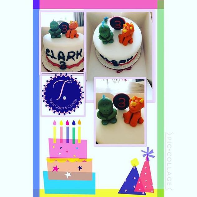 3rd birthday cake, such cute dinosaurs 🦕🦖.jpg