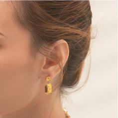 starry diamond earring.png
