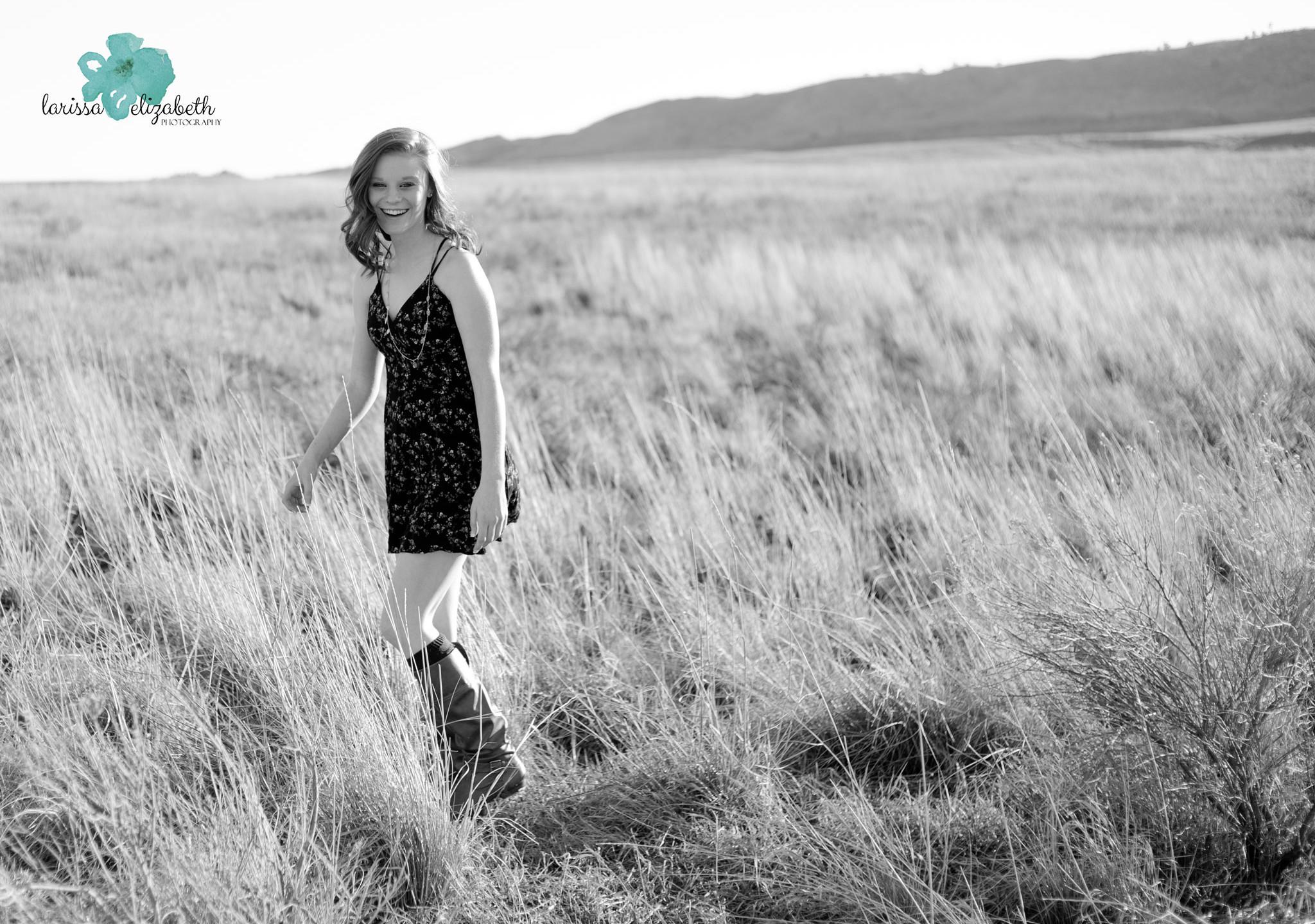 Grassy-Field-Senior-Girl