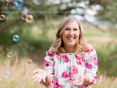 5 Reasons to Choose ME as Your Senior Photographer!
