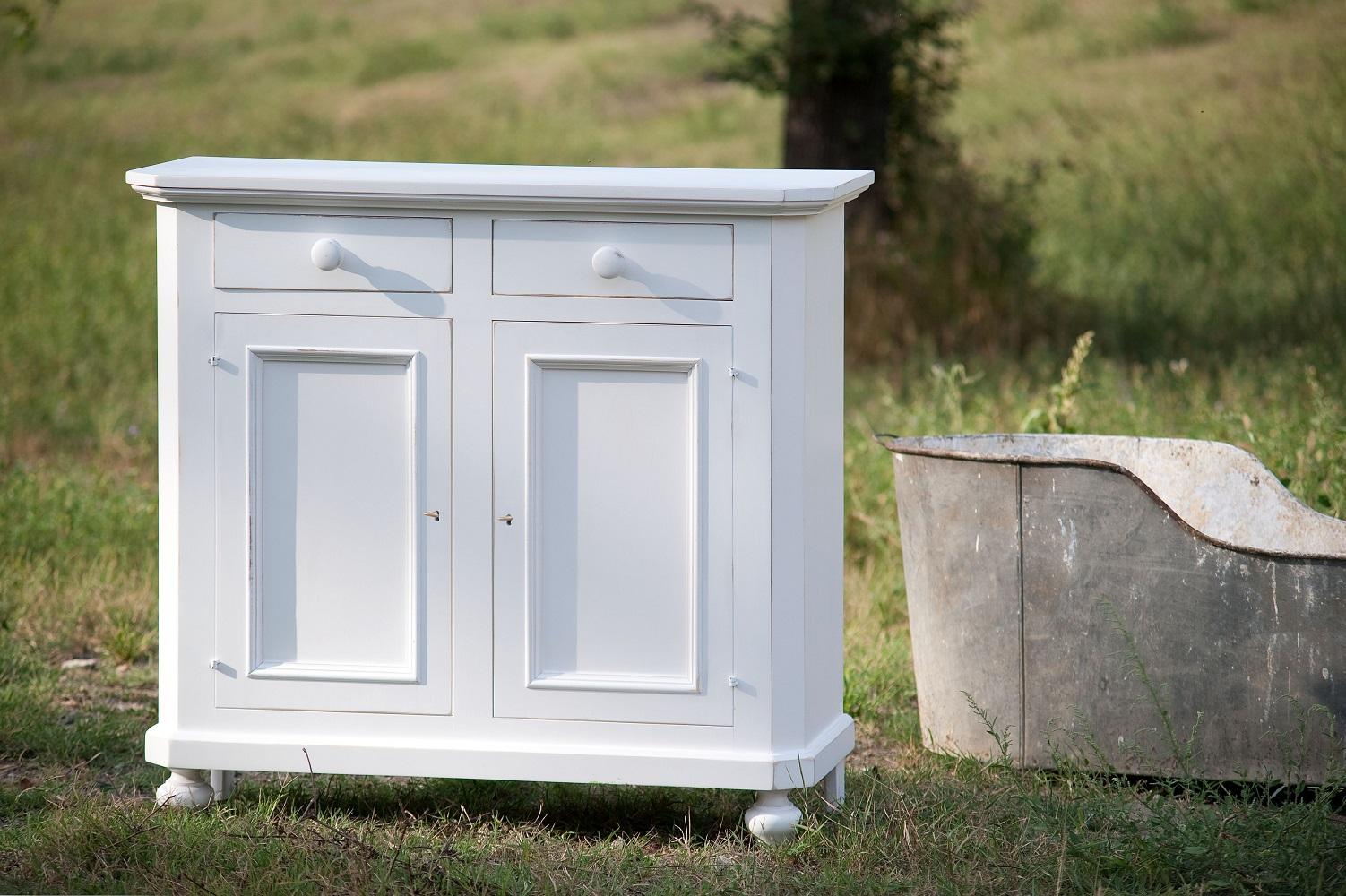 mobili tradizionali bianchi