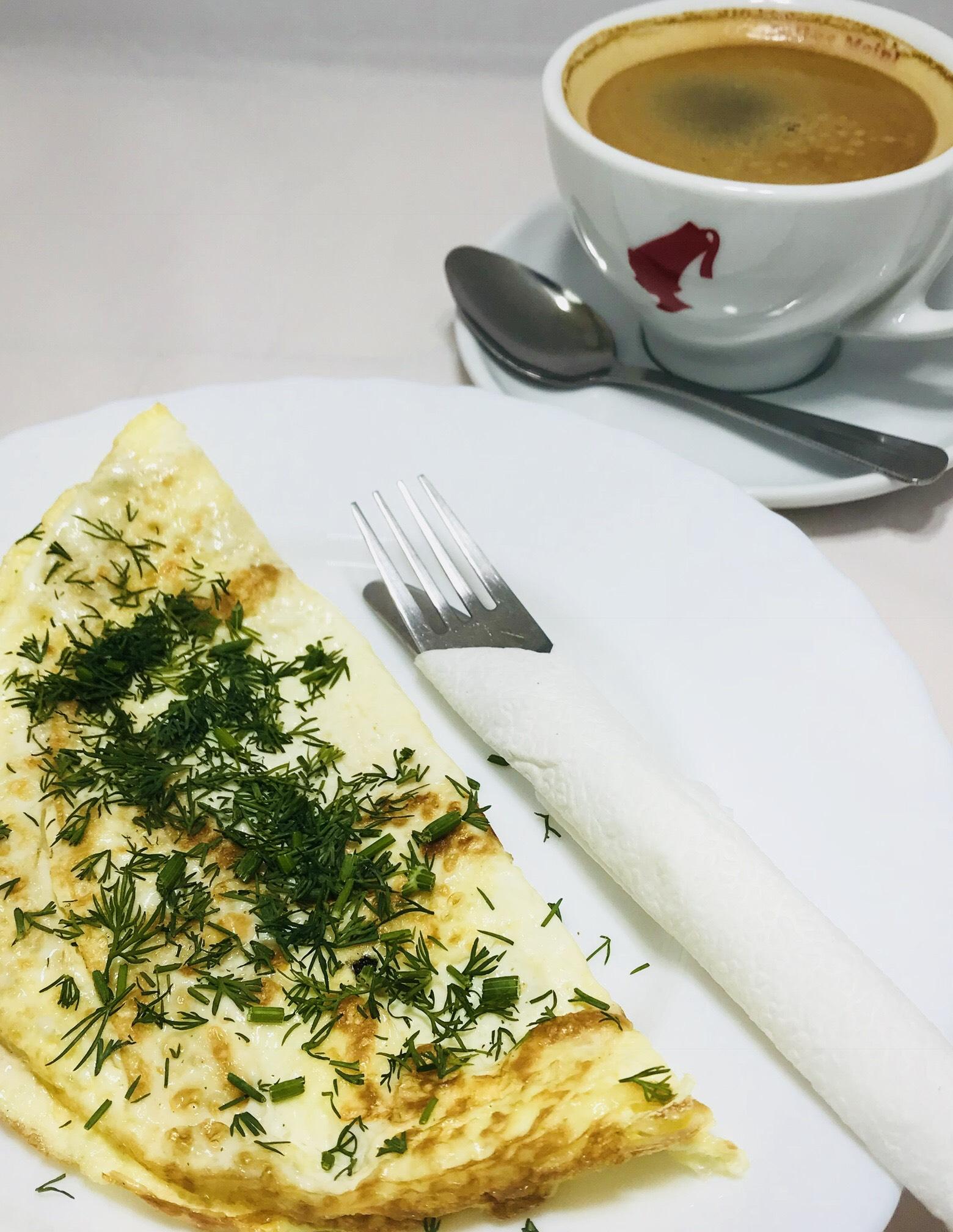 """завтрак в кафе """"Знакомая кухня"""""""
