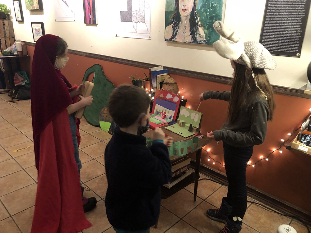Little riding Hood show with the Puppets and Tales collective Winter 2021