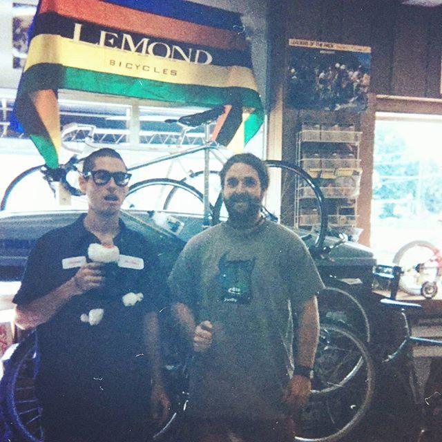 미국에서 자전거 미케닉으로 오랫동안 일했어요._Turning wrench