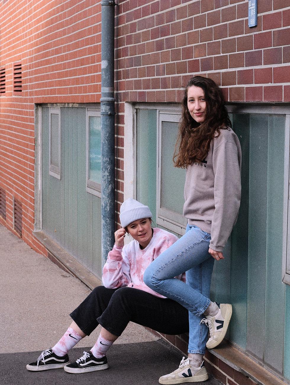 Mädchen mit Vintage Sweatshirts