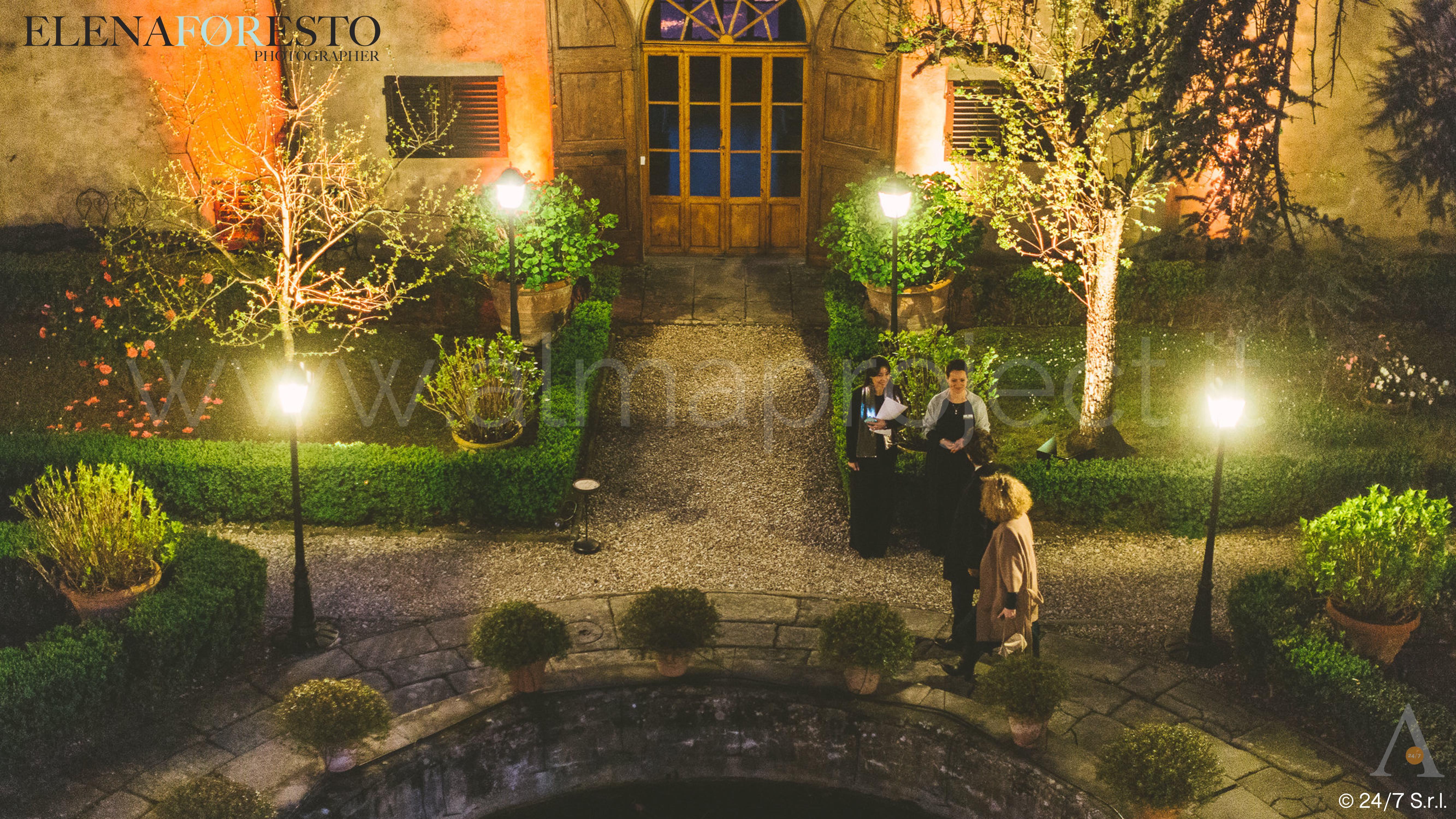 ALMA PROJECT _ Villa Medicea di Lilliano - Brilliant 170329 - Courtyard Corte - Street Lamps - Amber