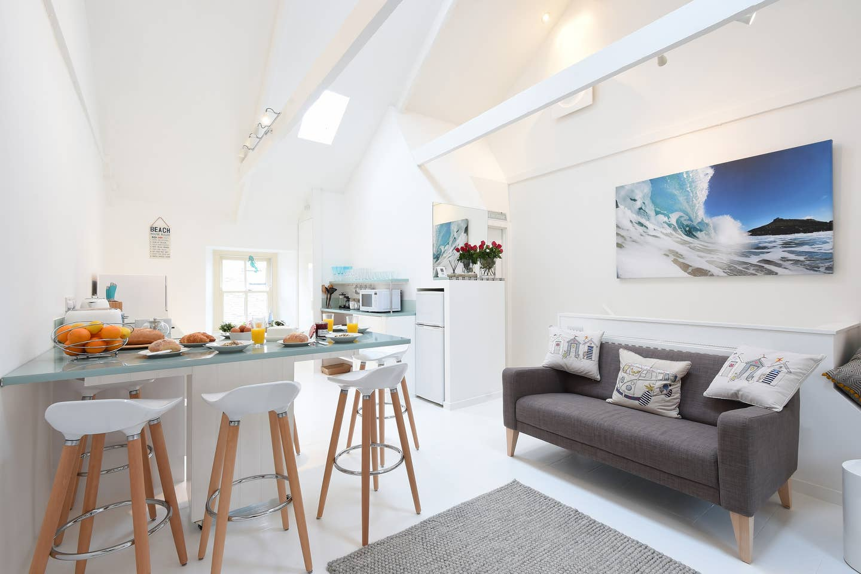 barefoot-beach-house-living-room (1)