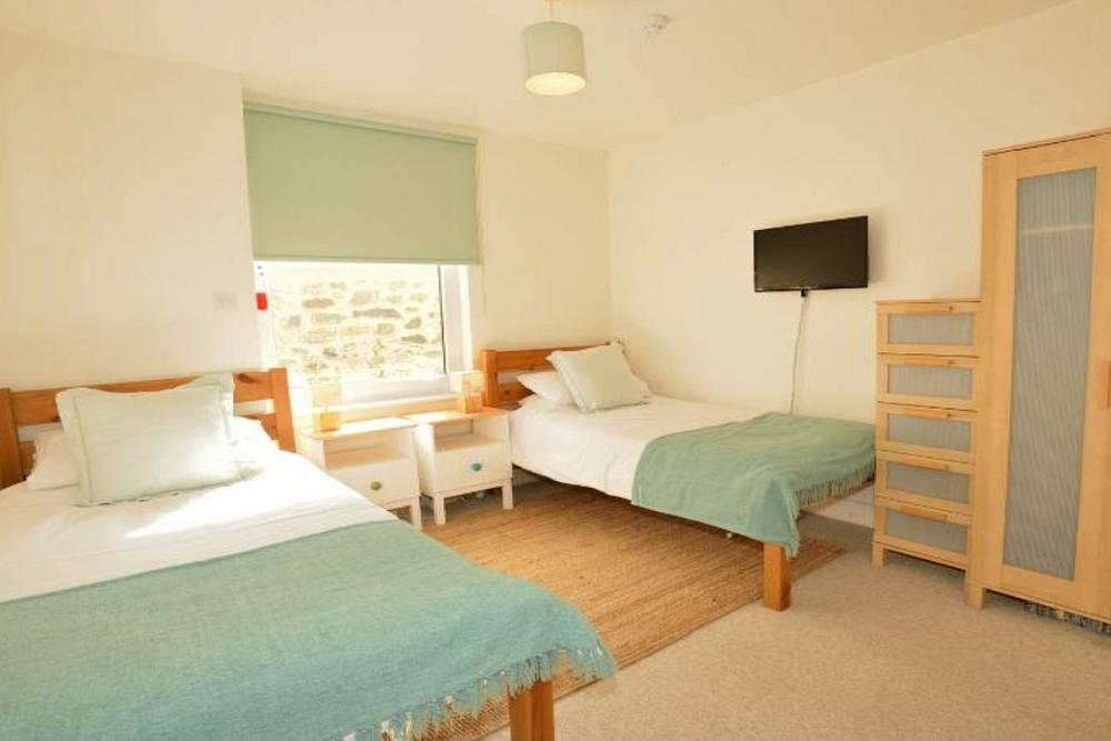 1000_bedroom6