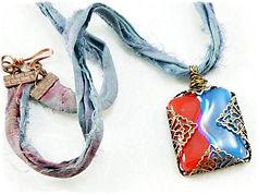 Carasmiths EternaMemories art glass pendant
