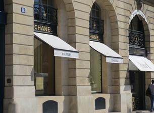 Chanel-Store-Place-des-Vosges-Paris.jpg