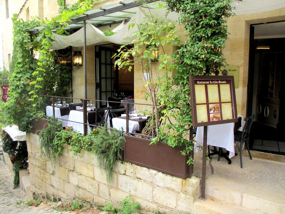 Restaurant-Patio-St-Emilion-France.jpg