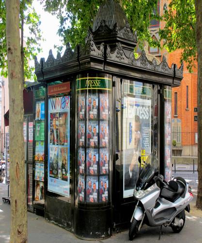 Paris-press-kiosk.jpg