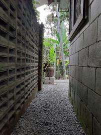 26 Small corridor to the hidden blue ann
