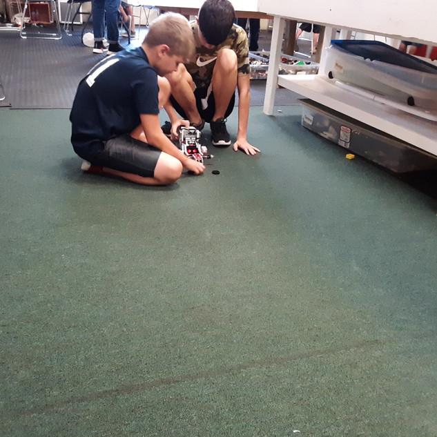 Lego camp 2019 - Working on Robot on flo