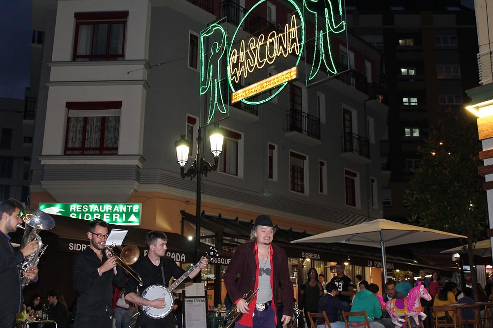 A partir de las 20:00 puedes disfrutar de esta magnífica banda Balcánica.