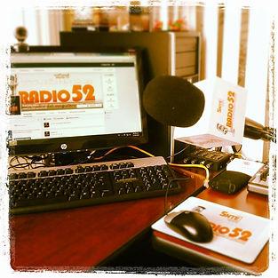 RADIO 52 - escritorio.jpg
