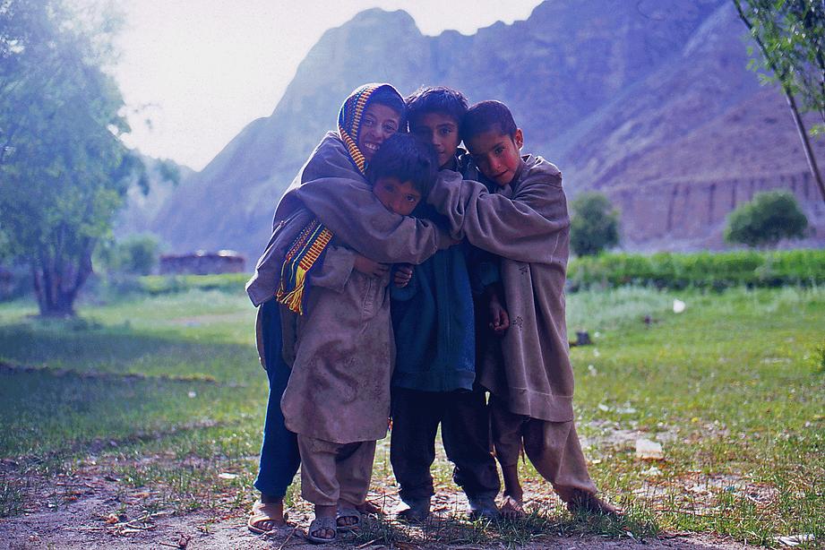 Balti kids living in the Karakoram mountain. カラコルム山中の村に居住するバルティ人の子どもたち。