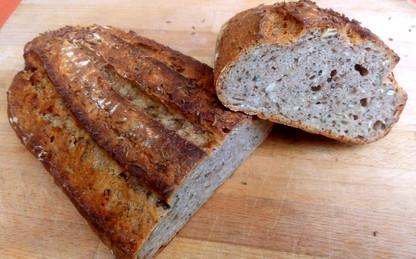 Žitný kvasový chleba z pece