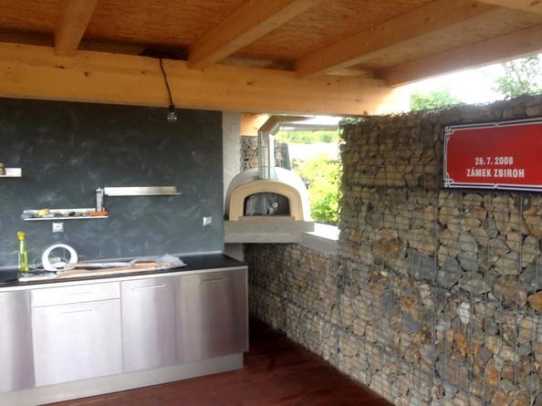 Zahradní kuchyně s pecí