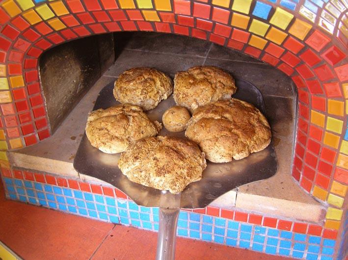 Chleba z pece je opravdu vynikající, voňavý a křupavý.