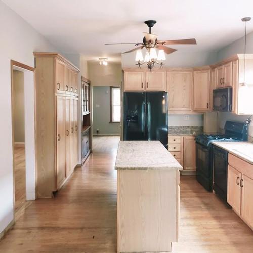 3752 mozart kitchen.jpg