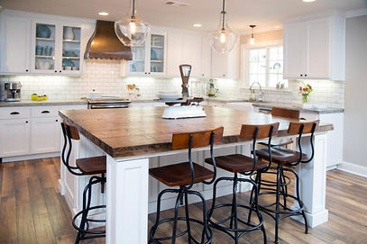 Farmhouse-kitchen-design-with-industrial