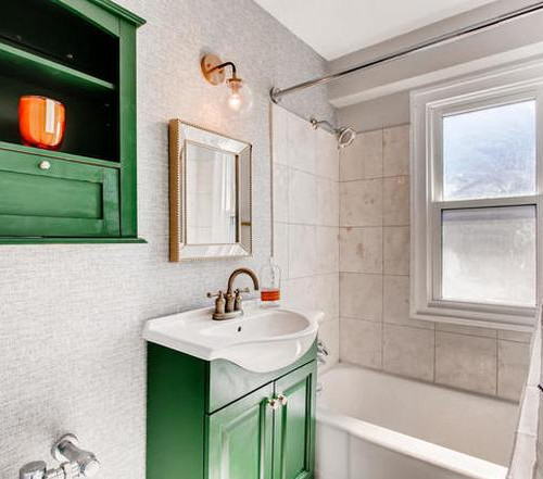 2909 bathroom.jpg