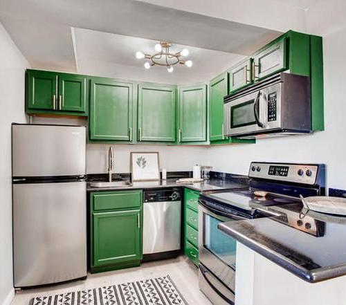 2909 kitchen.jpg