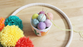 How to Make a Colorful Yarn Pom-Pom Wreath: DIY Home Decor Idea for Spring and Summer