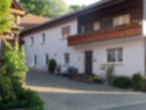 Ein großes gemütliches Haus mit Zugang zum Weiher