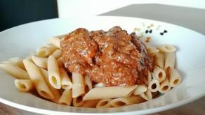 Nudeln mit veganer Bolognese