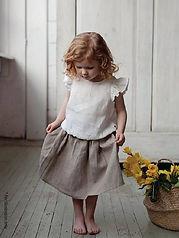 Short gathering skirt