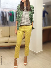 Elegant pants in strong colors