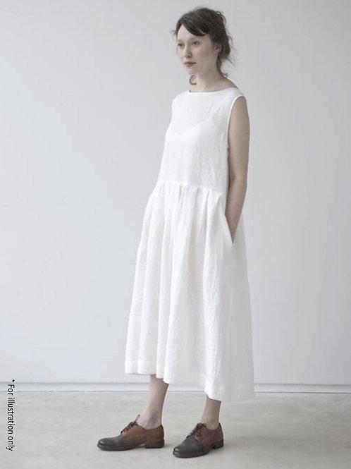 Sleeveless dress with cut