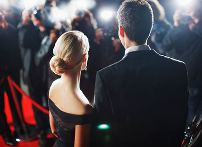 Paare, die auf Red Carpet