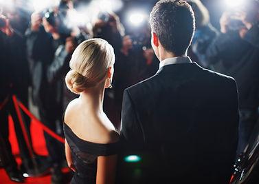 Couple sur tapis rouge