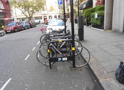 Support à vélo avec panneau