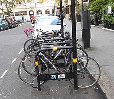 support à vélo avec panneau d'affichage