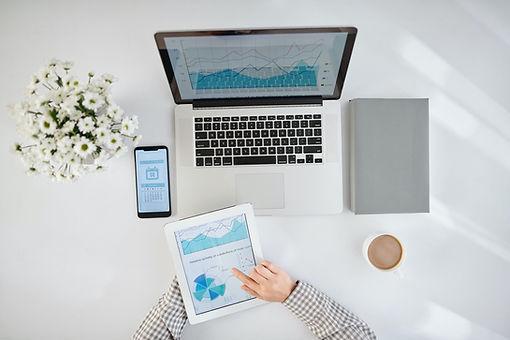 businesswoman-analyzing-statistics-PE5JN