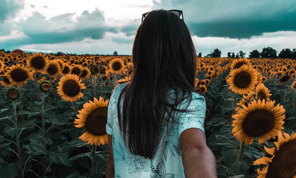 Mädchen im Sonnenblumenfeld.jpg