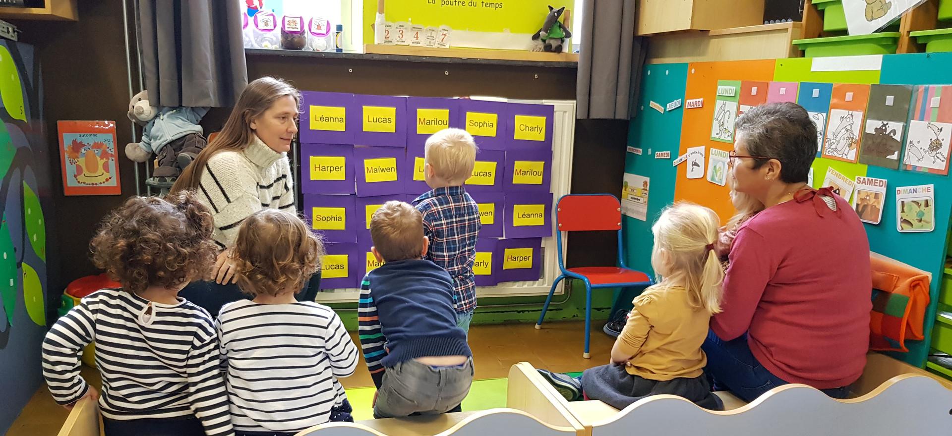 Dès l'entrée en maternelle, les enfants apprennent à reconnaître leur prénom.