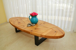 שולחן מעוצב מעץ מלא