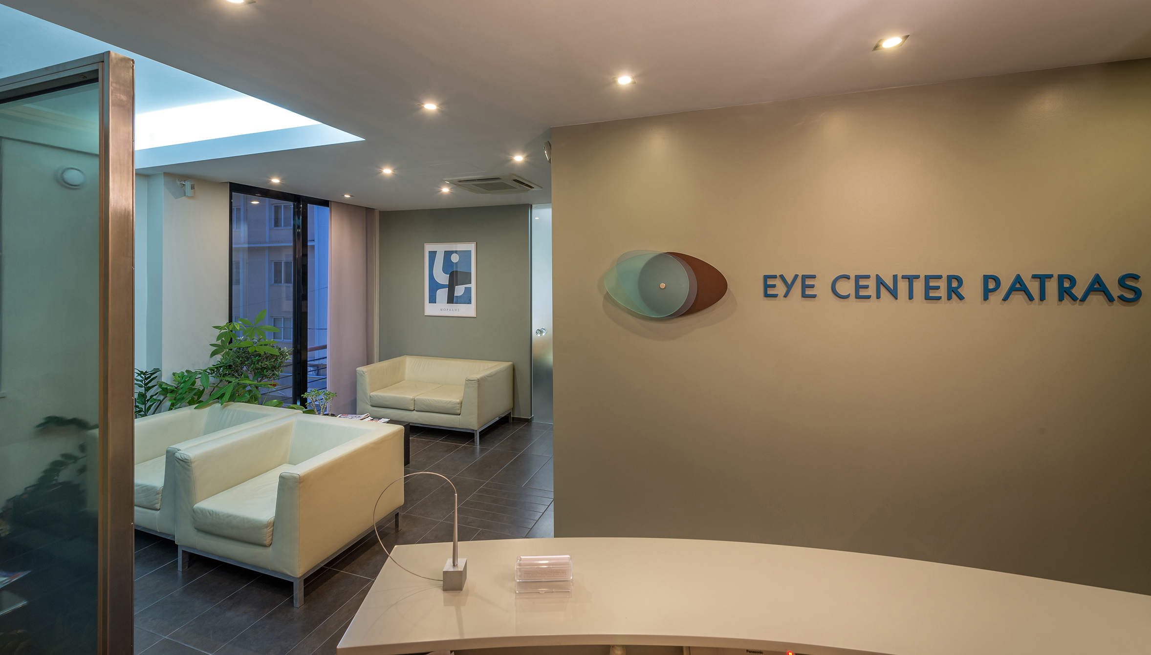 12_EyeCenter