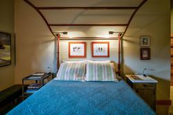 Bear room queen bed