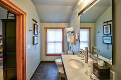 Peak room bathroom