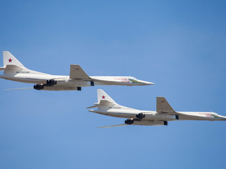"Tu-160 ""White Swans"" set a world flight range record"